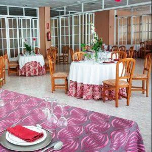 mesas del comedor con centro de mesa